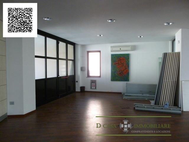 Ufficio / Studio in affitto a Trezzo sull'Adda, 5 locali, prezzo € 2.000 | CambioCasa.it