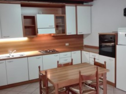 TWO-ROOM APARTMENT FURNISHED IN THE COURT