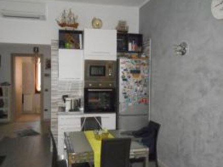 HOUSE ON TWO LEVELS SEMI-INDEPENDENT - THREE ROOMS WITH DOUBLE SERVICES AND STORAGE ROOM