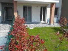 THREE-BEDROOM APARTMENT WITH GARDEN - 1